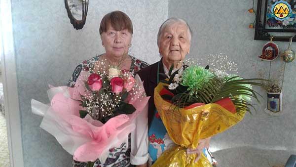 бабушка и мама