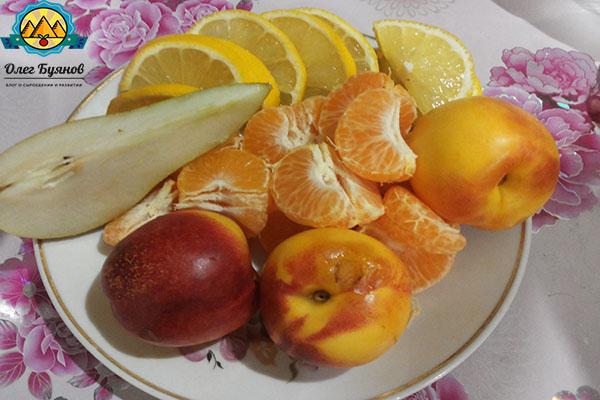 персики и мандарины