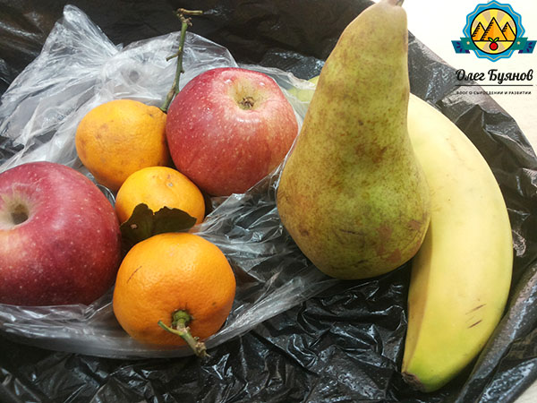 банан груша и яблоки