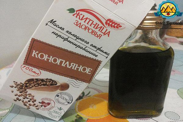 упаковка и флакон с маслом