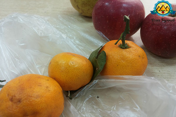 яблоко и фрукты