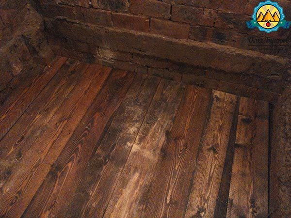 пол из дерева в гараже