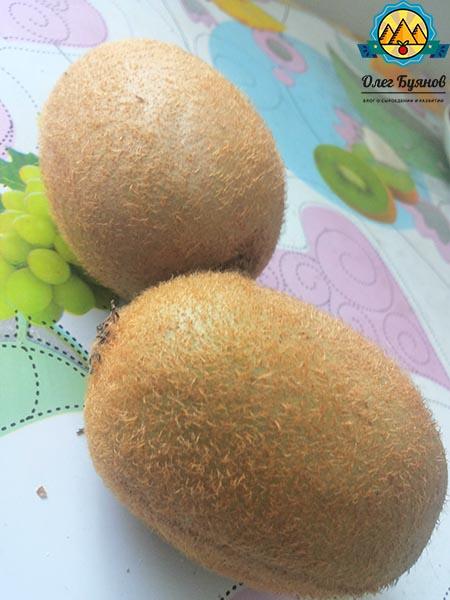 киви плод с кожурой
