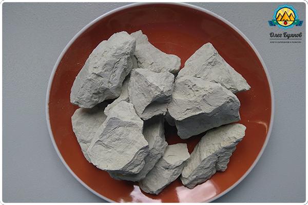 куски глины
