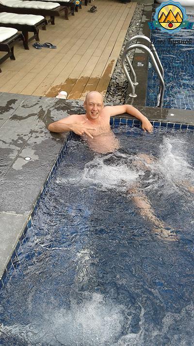 купаюсь в бассейне