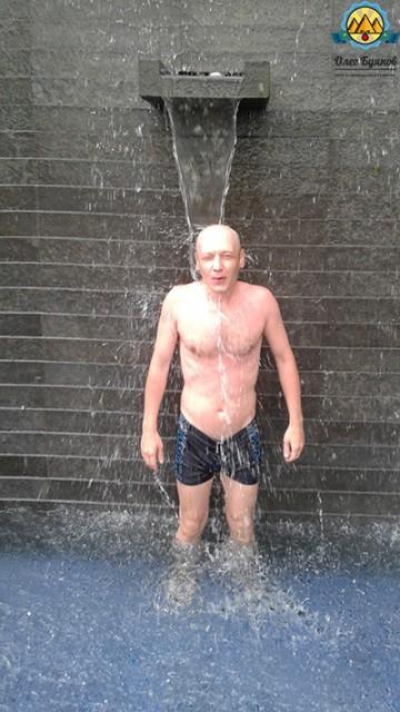 буянов олег под душем