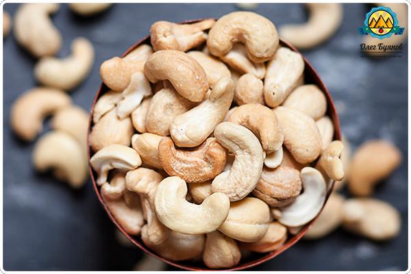 белые орехи кешью