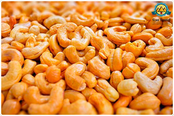 россыпь орешков кешью